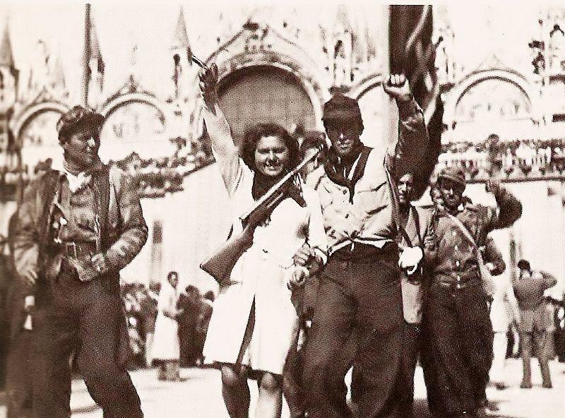 800px-Venezia_aprile_1945